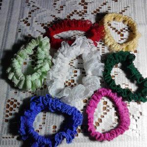 Colas de tela y goma multicolores