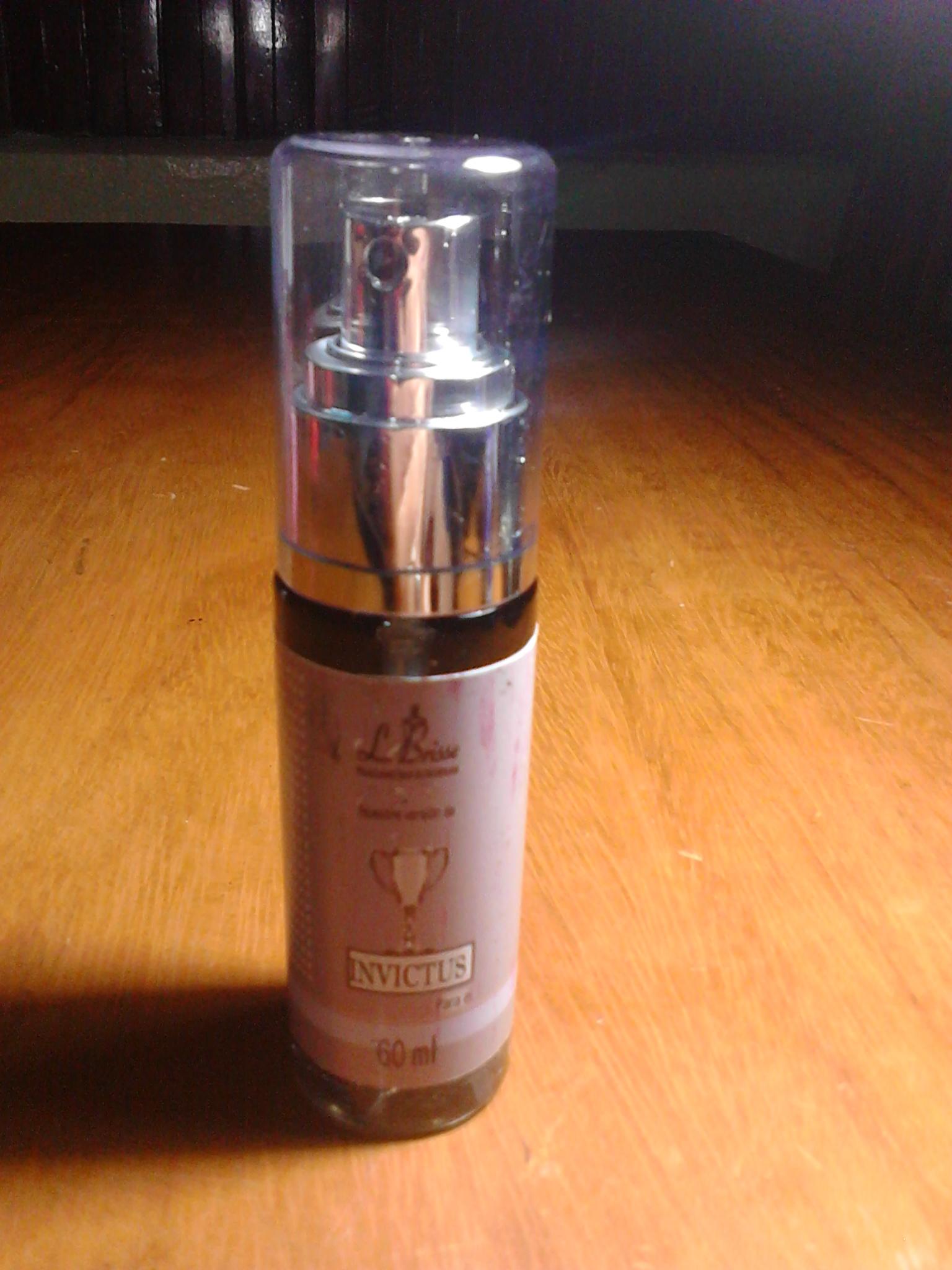 Tenencia Perfume Invictus por Le Brisse